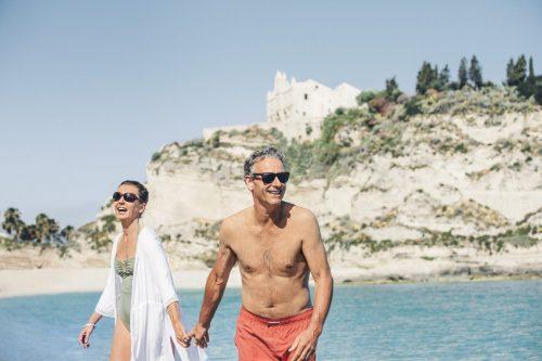 TUI-Calabria_LifeStyle_TROPEA_Seniors-Beach_4379_2final-1350×900